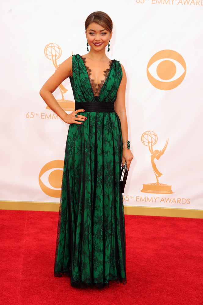 Sara Hyland in Carolina Herrera (Photo: Getty Images and Huff Post Style)