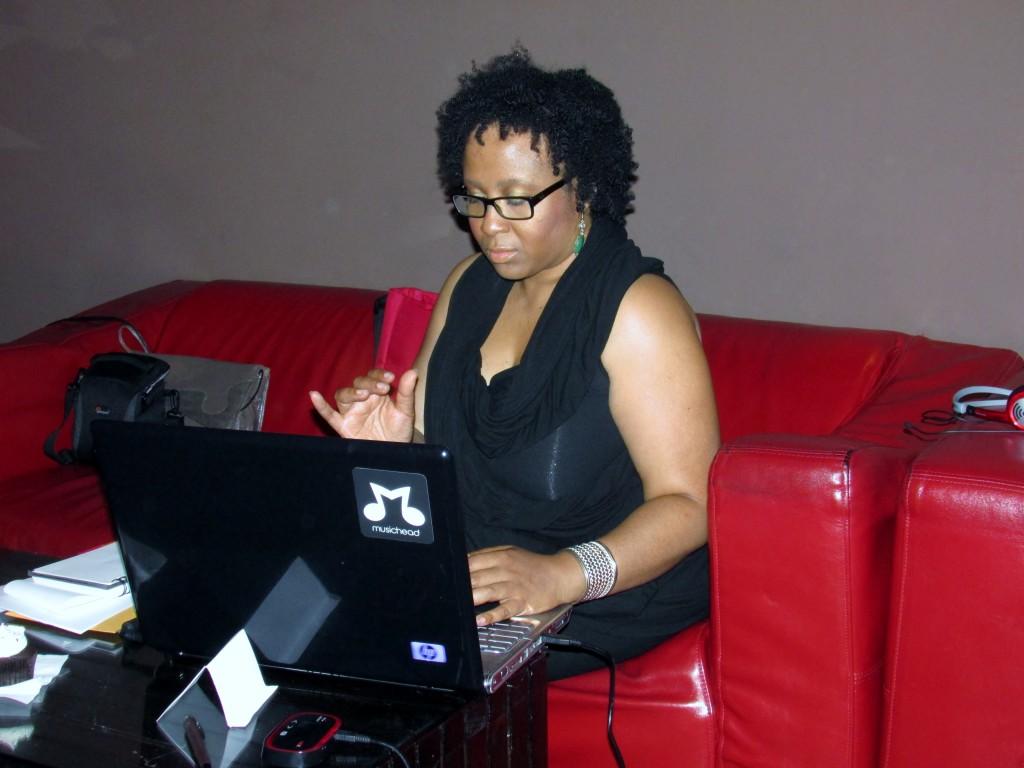 Leticia Thomas of organic Fusion on the job! Check her out, social media guru!