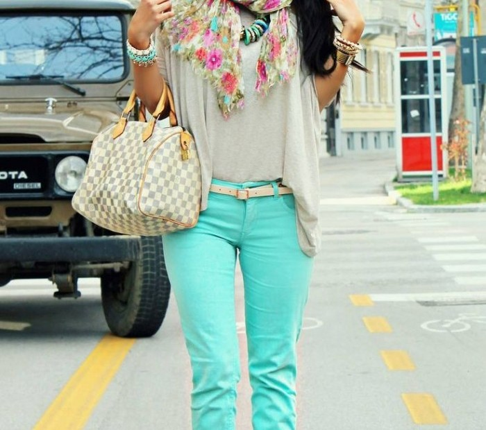 How-To-Wear-Colored-Jeans-Chic-Combination-Ideas-6-700x1142